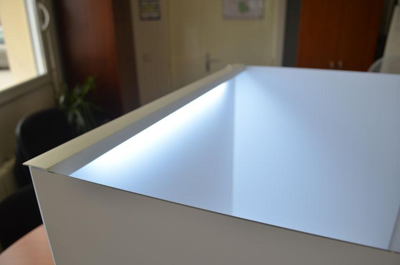 cabine analyse sensorielle mobile-mobile sensory booth-Poste d'analyse sensorielle pour la table-Desktop Lab-test produit-packaging-concept-paroi séparative-évaluation de la couleur, le contrôle de la qualité des couleurs et la comparaison de la variation de couleur-test consommateur-test-produit-éclairage-blanc-LED